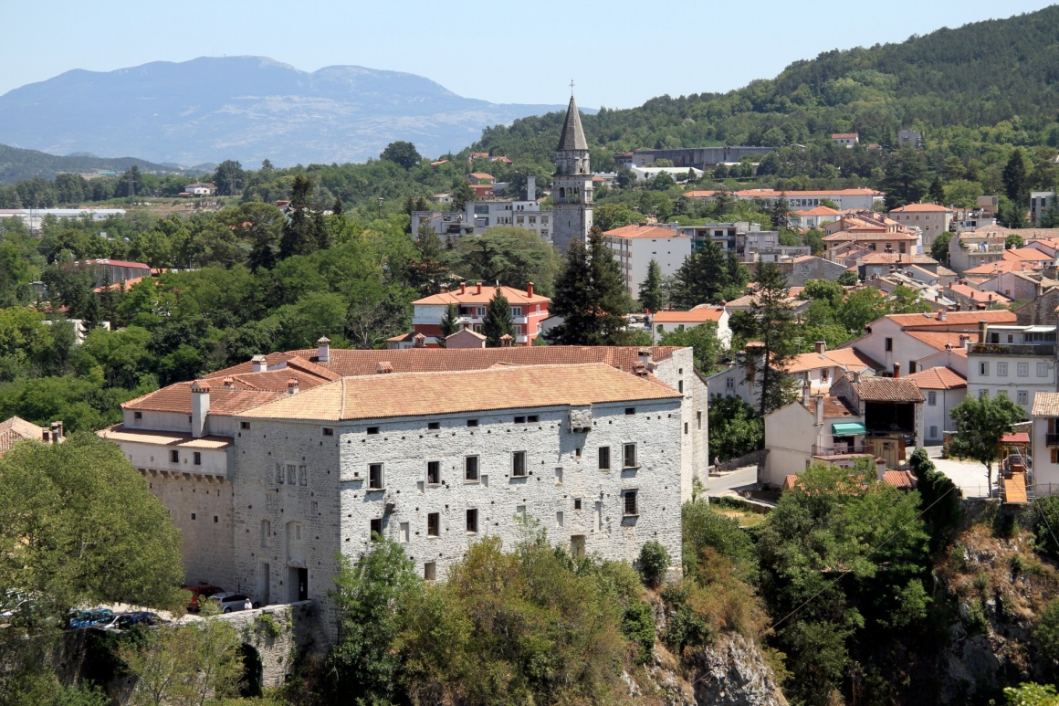'View of castle and houses of old Pazin, Istria, Croatia' - Istria